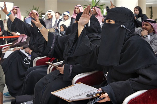 the role of women in business in saudi arabia In saudi arabia, women must travel with their guardians permission and they are not supposed to talk to strange random men, even if their lives are in danger many years ago, some saudi policemen prevented their colleagues from rescuing some school girls.