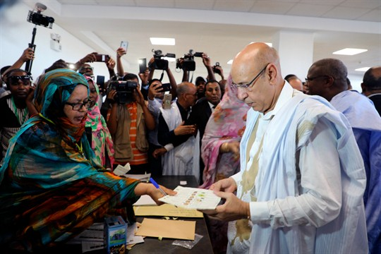 Former Defense Minister and ruling party presidential candidate Mohamed Ould Ghazouani casts his ballot in Nouakchott.