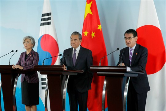 The foreign ministers of South Korea, China and Japan at a joint press conference in Beijing
