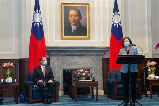 U.S. Health and Human Services Secretary Alex Azar and Taiwan's president, Tsai Ing-wen, during a meeting