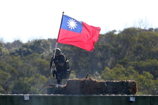 A soldier holds a Taiwanese national flag during a military exercise in Hsinchu County, northern Taiwan