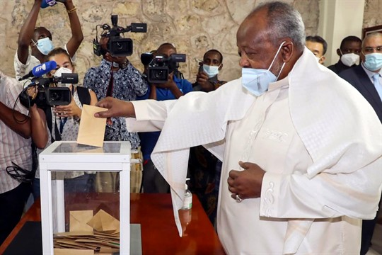 Djibouti's president, Ismael Omar Guelleh, casts his vote