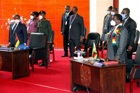Mozambican President Filipe Nyusi and Zimbabwean President Emmerson Mnangagwe, during a meeting in Maputo, Mozambique