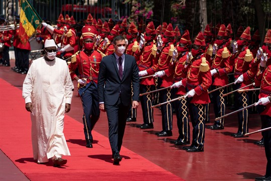 Senegalese President Macky Sall and Spanish Prime Minister Pedro Sanchez during a welcome ceremony in Dakar.